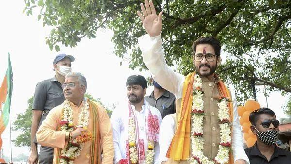 দিলীপ ঘোষের সাথে তীব্র মতান্তর! কৃষ্ণ কল্যাণীর পর এবার কি BJP ছাড়ছেন হিরণ?