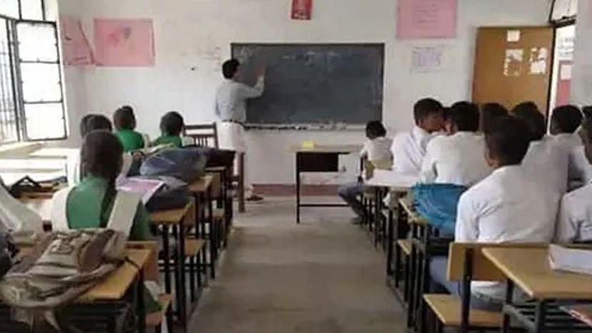 West Bengal: পুজোর পরেই রাজ্যে খুলতে পারে স্কুল, বিদ্যালয় সংস্কারের জন্য অর্থ বরাদ্দ