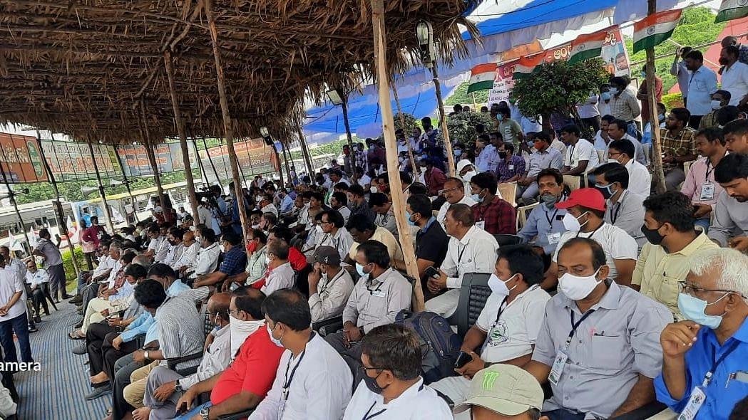 Vizag Steel Plant: বেসরকারিকরণের বিরুদ্ধে আন্দোলনের ২৫০ দিন, ২৫ ঘন্টার অনশনে কর্মচারীরা