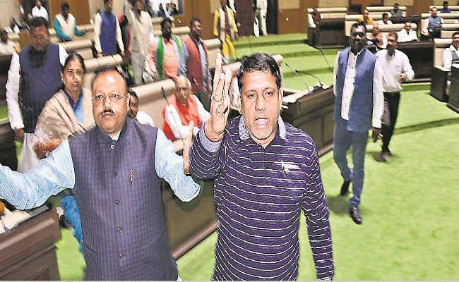 Monsoon Session Jharkhand Vidhan Sabha : सदन में हंगामे से नाराज स्पीकर ने कहा - सदन गुंडागर्दी की जगह नहीं
