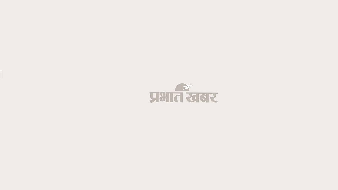 महाराष्ट्र में नयी पाबंदियों की जानकारी देते मुख्यमंत्री उद्धव ठाकरे.