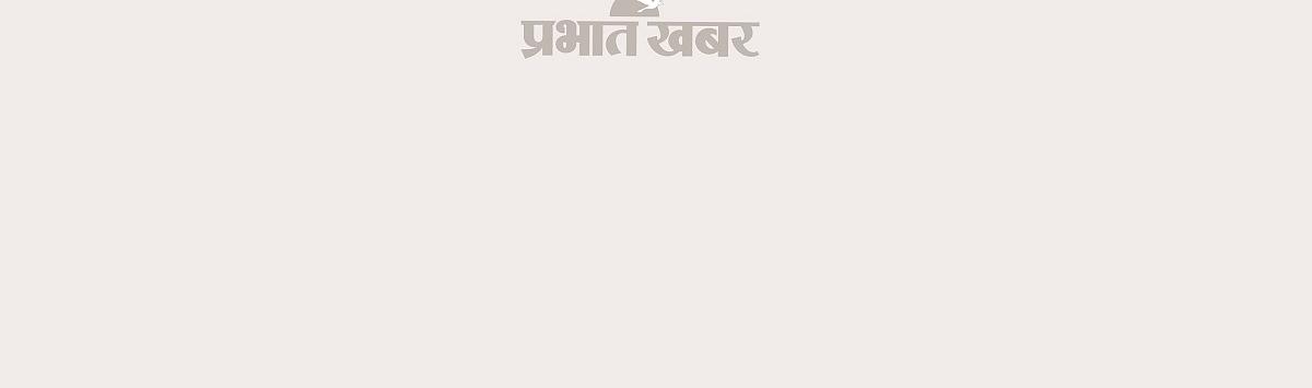 कोलकाता के एक अंडरपास में डूब गयी बस