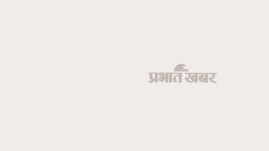 Eye Twitching Reasons, Causes, Dai Bai Aankh Phadakna Shubh Ya Ashubh, Upay