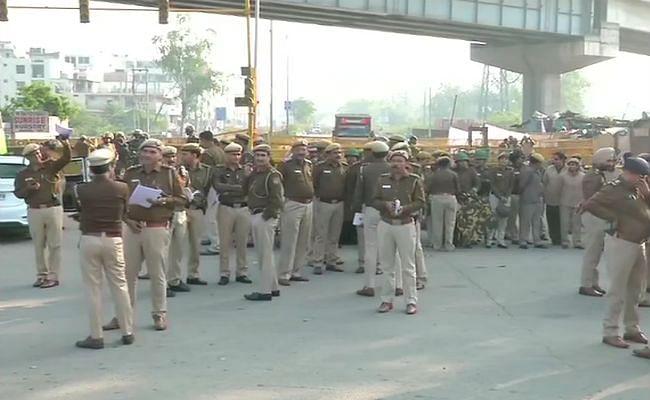 शाहीन बाग में हलचल तेज, एहतियाती कदम के तौर पर भारी संख्या में पुलिस बल तैनात