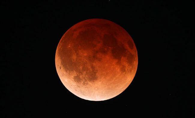 आज सूरज की तरह लाल दिखेगा चंद्रमा