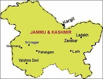 जम्मू कश्मीर : मतदान केंद्र के बाहर विस्फोटक बरामद