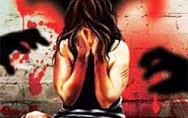 UP: सीतापुर में महिला के साथ गैंगरेप के बाद जलाकर मारने का प्रयास, हिरासत में आरोपी पिता-पुत्र