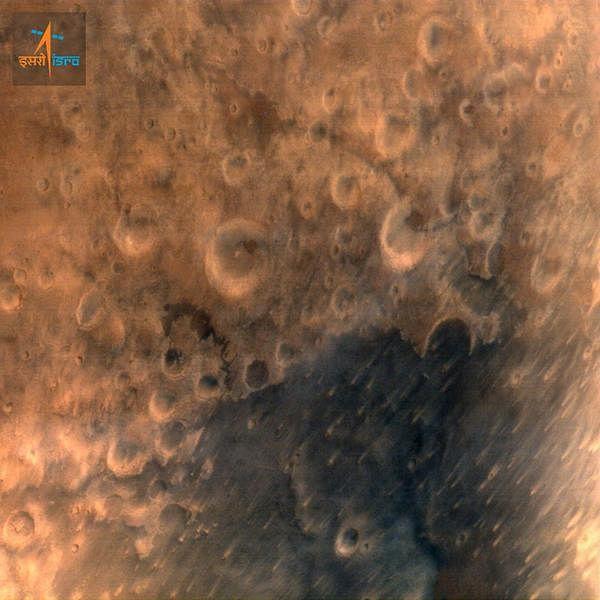 मंगलयान ने भेजी मंगल की पहली तस्वीर