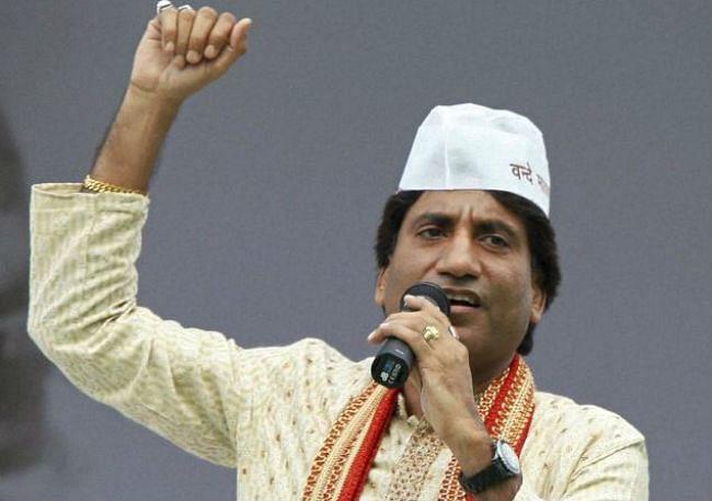 राजू श्रीवास्तव ने वृन्दावन के बांकेबिहारी मंदिर में झाडू लगाकर किया मोदी के अभियान का समर्थन