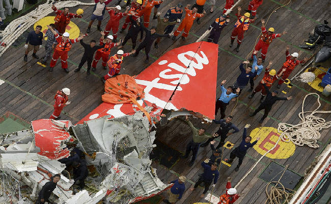 एयर एशिया हादसा : जानिये क्यों खोजी दल ने मलबा निकालने का अपना प्रयास किया बंद