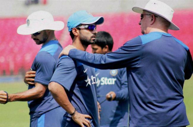 ''करो या मरो'' मुकाबले में इंगलैंड से हारकर भारत ट्राई सीरीज से बाहर