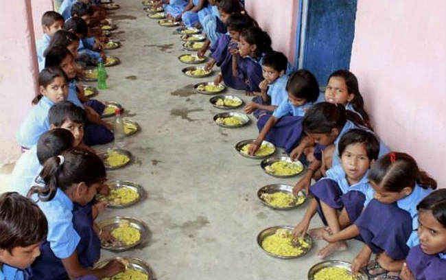 कितने अफसरों के बच्चे पढ़ते हैं सरकारी स्कूलों में, शिक्षा विभाग ने जिलों से मांगी जानकारी
