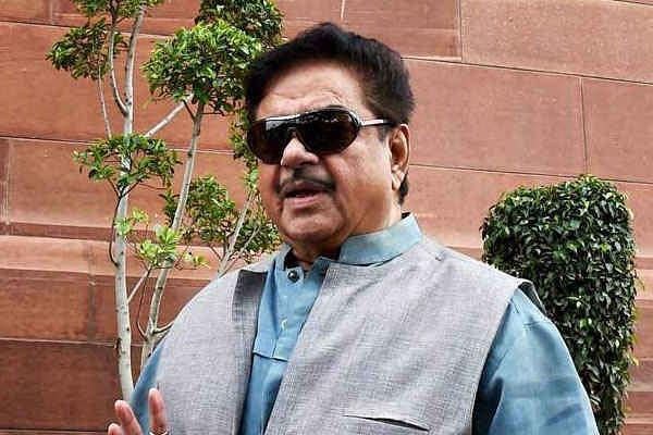 भाजपा के ''शत्रु'' ने केंद्र सरकार पर हमला बोला, कहा, पहले प्याज ने रुलाया अब दाल...