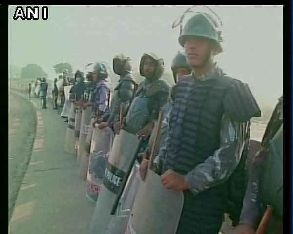 पुलिस ने 40 दिनों बाद भारत-नेपाल सीमा को खोला