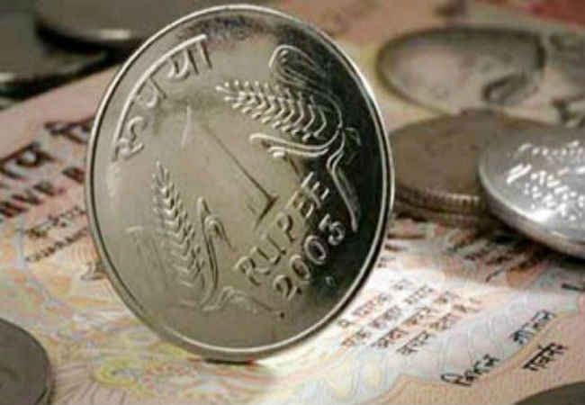 रुपया 2 साल के निचले स्तर पर, 67.09 पर खुला