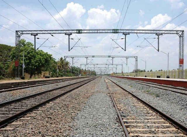 भागलपुर टू बांका : विद्युतीकरण को सीआरएस से मिली हरी झंडी, बढ़ेगी ट्रेनों की रफ्तार, होगी समय की बचत