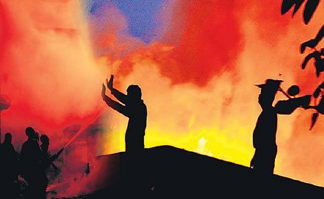 Bengal News: कोलकाता में चप्पल फैक्ट्री में लगी भीषण आग, लाखों का सामान जलकर राख