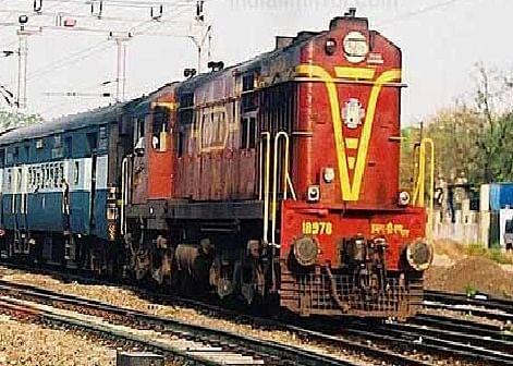 ऑनलाइन ट्रेन टिकट बुकिंग पर पाबंदी