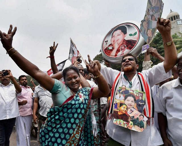 आय से अधिक संपत्ति मामले में जयललिता बरी, समर्थकों में खुशी की लहर, फिर बन सकती हैं सीएम