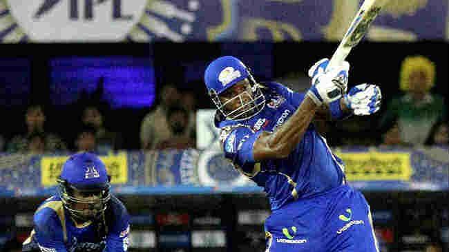 पोलार्ड ने जड़ा IPL 2021 का सबसे लंबा SIX, देखते रह गया हैदराबाद का गेंदबाज, देखें VIDEO
