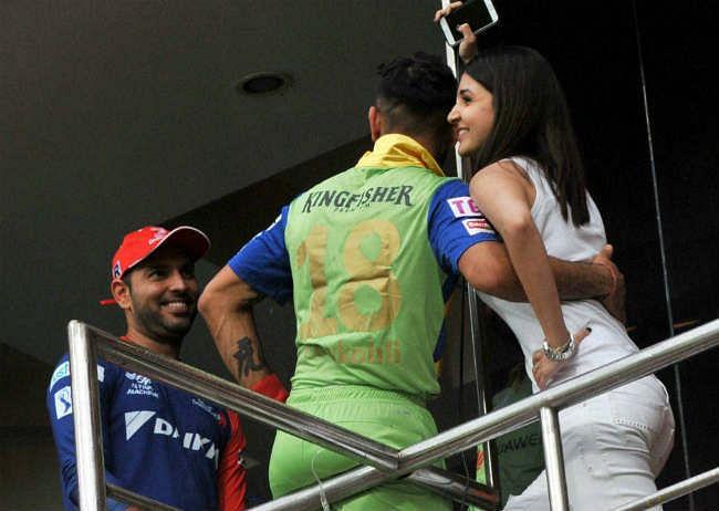 ''पीके'' गर्ल अनुष्का और विराट ने की दिल्ली के मॉल में शॉपिंग...