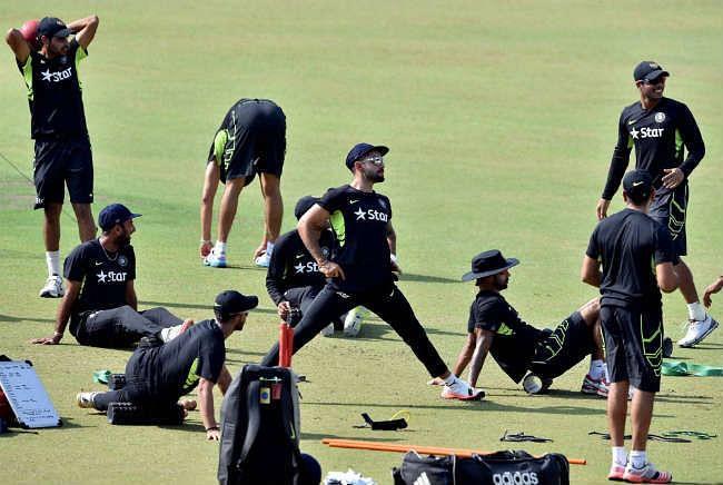 बांग्लादेश रवाना होने से पहले टीम इंडिया के खिलाडियों ने खुब की मस्ती