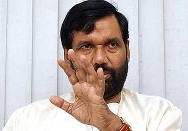 खाद्य सुरक्षा कानून और गरीब अन्न योजना लाभार्थी सूची के अंतर को दूर करे बिहार : रामविलास पासवान