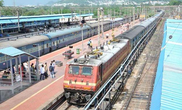 ट्रेनें रद्द होने पर टिकट का पैसा स्वत: होगा रिफंड
