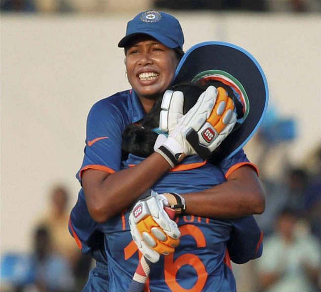 न्यूजीलैंड ने भारत को तीन विकेट से रौंदा, झूलन की कोशिश बेकार