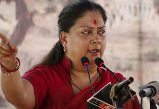 वसुंधरा राजे को मुख्यमंत्री पद से हटाने की कांग्रेस ने राज्यपाल से की मांग