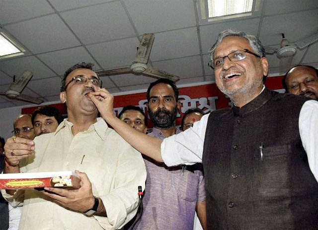 बिहार विप चुनाव में नीतीश-लालू को झटका, 24 में 13 सीटों पर एनडीए का कब्जा