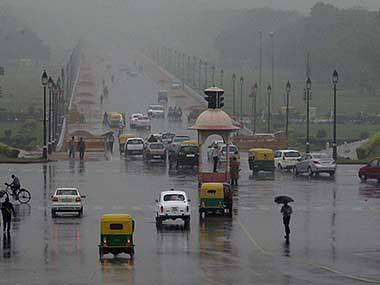 दिल्ली में भारी बारिश से कई जगह जलभराव