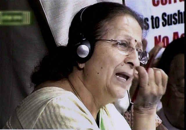 कांग्रेस के 44 में से 25 सांसद सस्पेंड, सोनिया ने बताया काला दिन