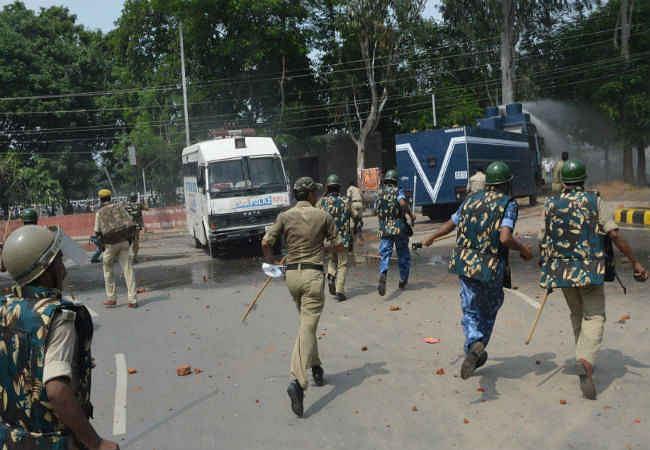 पटना में प्रदर्शनकारियों पर लाठीचार्ज, कई घायल