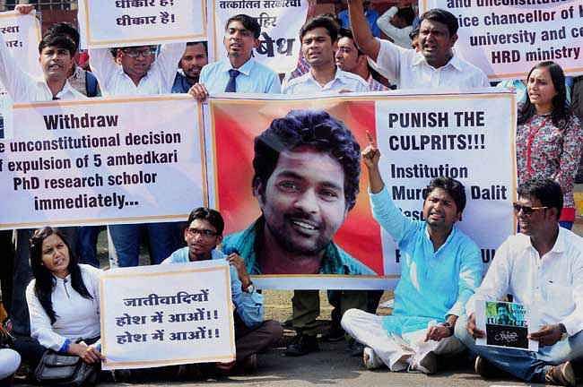 दलित छात्र रोहित वेमुला की मौत ने दलित राजनीति पर किया जोरदार प्रहार