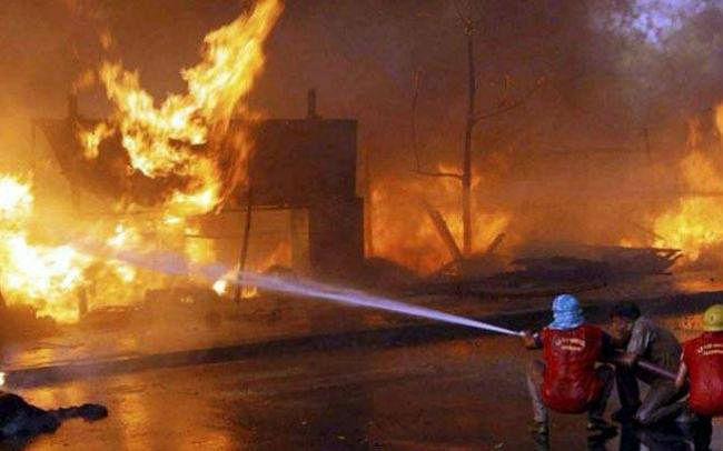 बड़ोदरा : पटाखे की दुकान में आग लगने से आठ की मौत, कई घायल