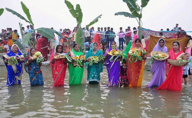 कोरोना के बढ़ते संक्रमण को लेकर दिल्ली सरकार का फैसला, सार्वजनिक स्थानों, नदी तटों और मंदिरों में छठ महापर्व की अनुमति नहीं