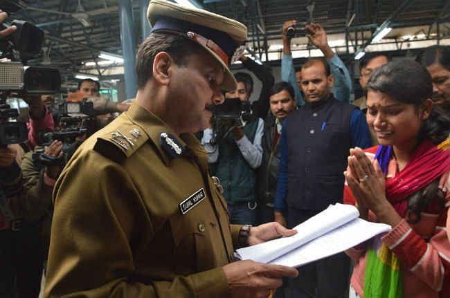 मेरी बेटियों को नहीं बचाया गया तो मैं आत्मदाह कर लूंगी, CM जनता दरबार की पूरी रिपोर्ट