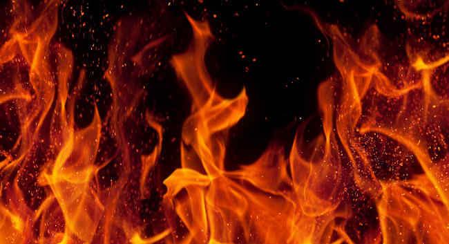 विमानवाहक पोत आईएनएस विराट में लगी आग, एक की मौत