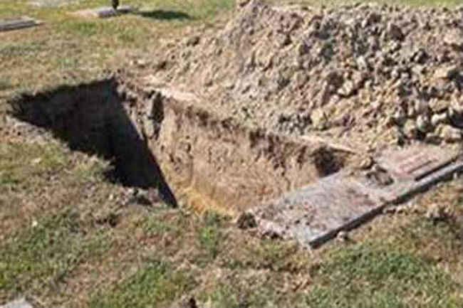 Kashmir News : कश्मीर में कब्र खोदकर निकाले गये शव, जानें आखिर क्या है वजह