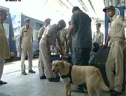 गणतंत्र दिवस को लेकर सहरसा, रक्सौल सहित सीमावर्ती रेलवे स्टेशन हाई अलर्ट पर, डॉग स्क्वायड से हो रही ट्रेनों की जांच