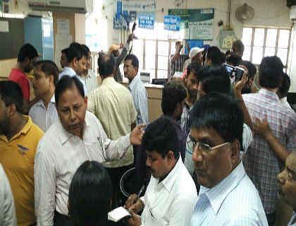 Bihar : मुजफ्फरपुर SBI से दिन-दहाड़े 21 लाख की लूट