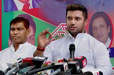 Bihar Election 2020: एनडीए के साथ 36 के आंकड़ा पर फंसा लोजपा का पेंच, इन 20 सीटों पर उतारना चाहती है अपना उम्मीदवार...