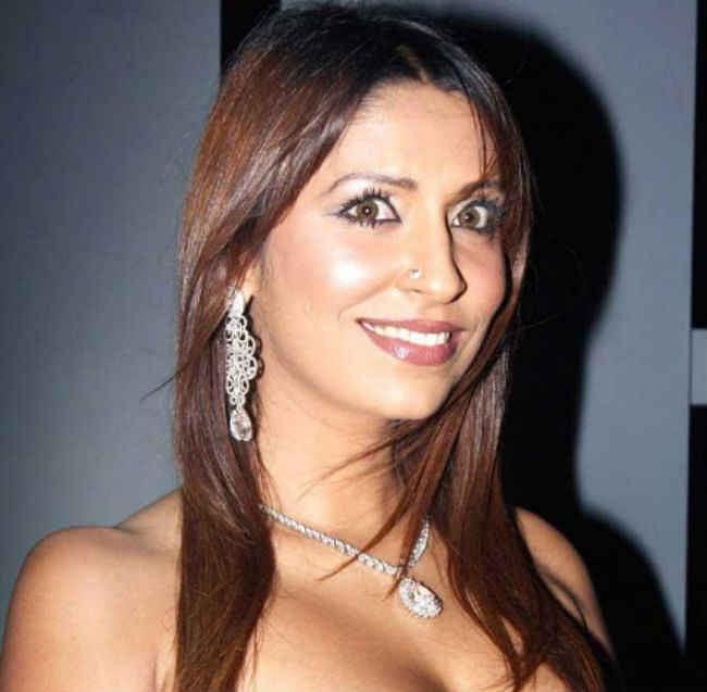 पूजा मिश्रा से लेकर सोफिया हयात तक ''बिग बॉस'' के ये प्रतिभागी भी रह चुके हैं विवादों में...