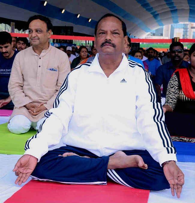 झारखंड के विद्यालयों में पाठ्यक्रम में योगशिक्षा शामिल होगी : CM रघुवर दास