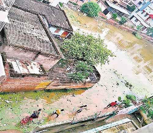 12 घंटों में की बारिश में छपरा के हजारों घरों में घुसा पानी