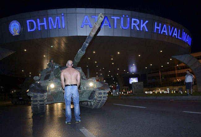 #TurkeyCoupAttempt : तख्तापलट के प्रयास के बाद एर्दोगन ने सत्ता पर नियंत्रण का दावा किया