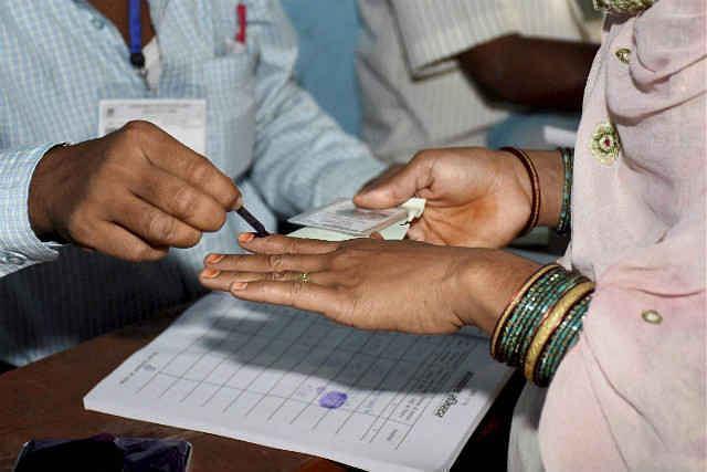 उत्तर प्रदेश : जातीय समीकरण के हाथों में है सत्ता की चाबी