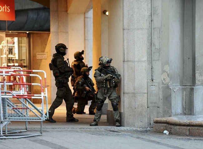 जर्मनी : म्यूनिख में 18 साल के युवक ने 9 को गोलियों से भूना, फिर की आत्महत्या