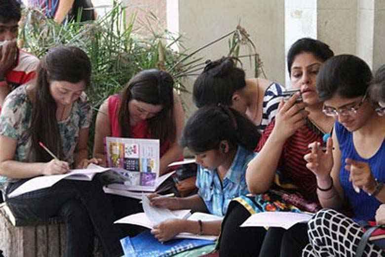 भोपाल : अब हिंदी माध्यम से होगी अंग्रेजी की पढ़ाई